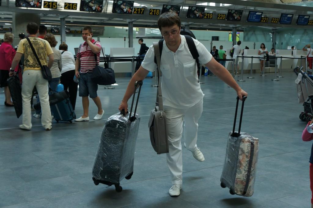 С чемоданами на выход